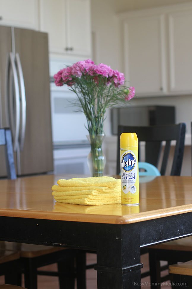 How to Clean your Kitchen in 10 Minutes or Less