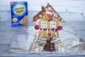 "Artificial Dye-Free Graham Cracker ""Gingerbread"" House #HoneyMaidHouse"