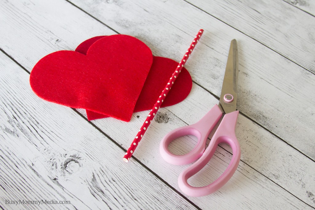 DIY Cupid's Arrow | This is such a cute craft for Valentine's Day! Wouldn't this look cute at a Valentine's Day party?