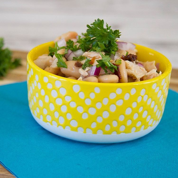 This white bean and tuna salad is great for ahellip